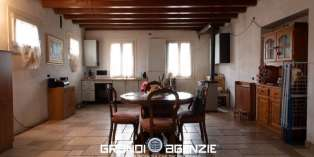 Casa in VENDITA a Giavera del Montello di 300 mq