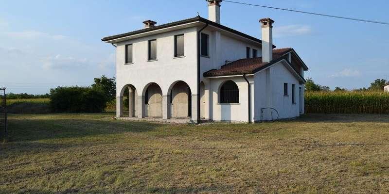 Casa in VENDITA a Paese di 375 mq